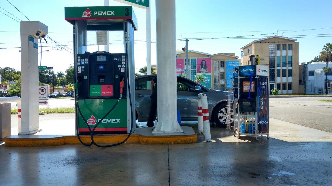 Ajustan precio de gasolina; mañana bajará un centavo