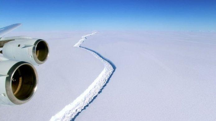 Gigantesco iceberg a punto de separarse de Antártica