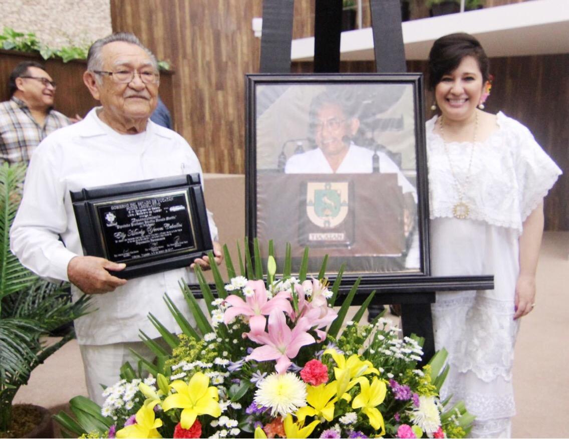 Entregan distinción por investigación, difusión y fomento de Cultura Maya
