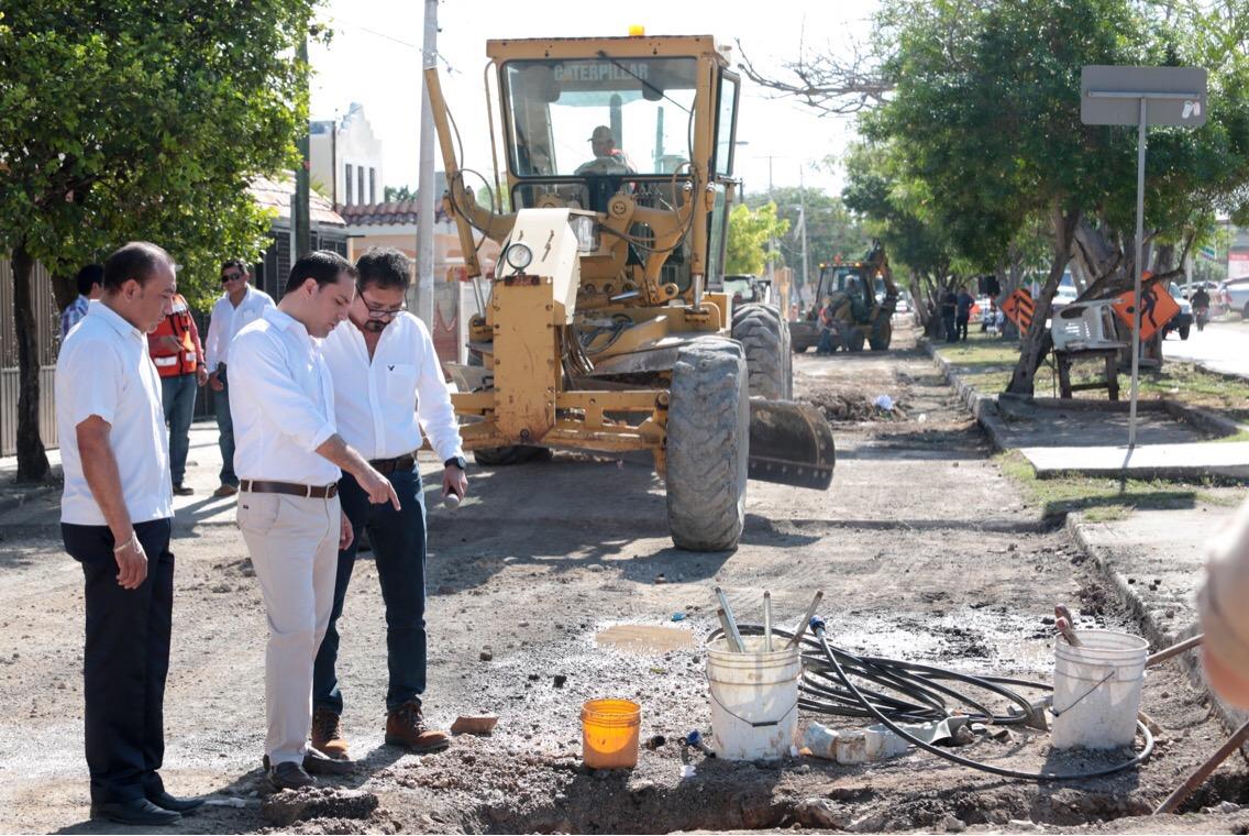 Vila supervisó reconstrucción de calle en Fracc. Reparto Granjas