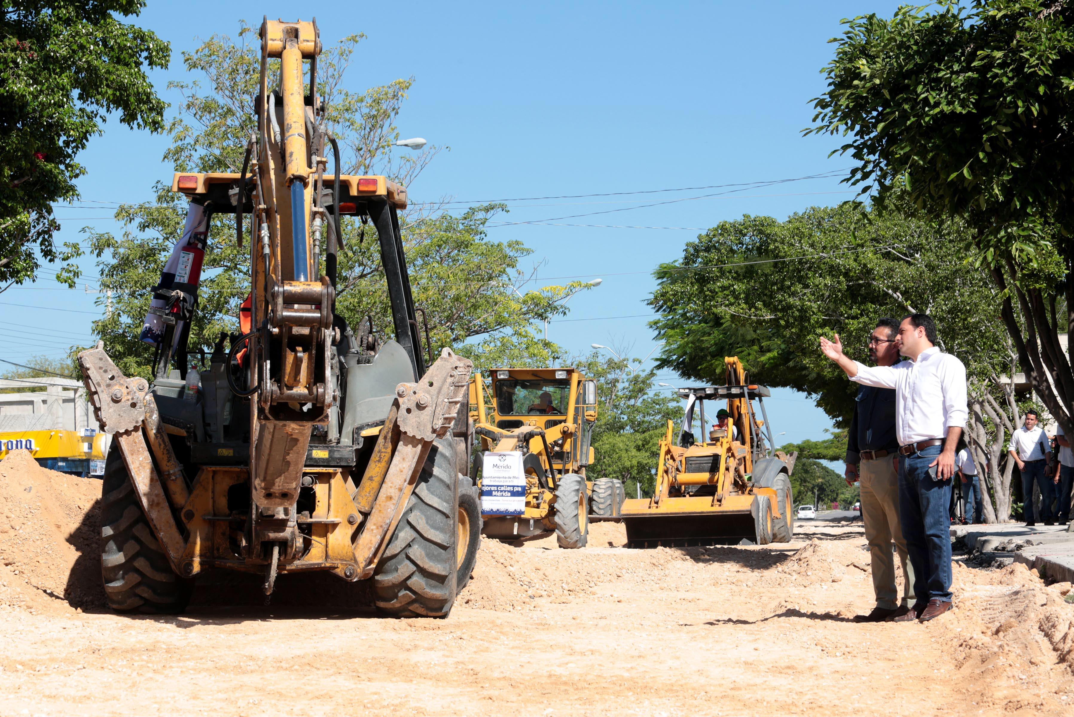 Supervisa Vila reconstrucción en avenida Mérida 2000