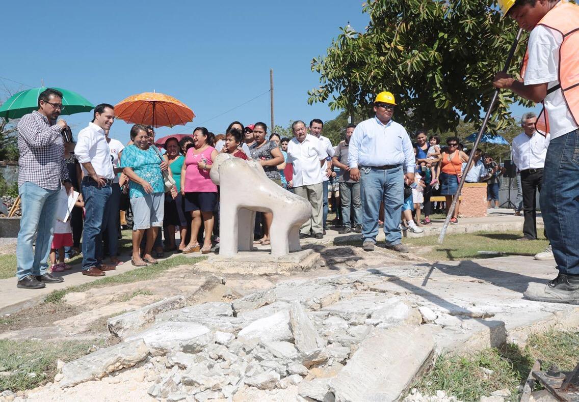 Trabajos de mejoramiento en parque de colonia Melitón Salazar