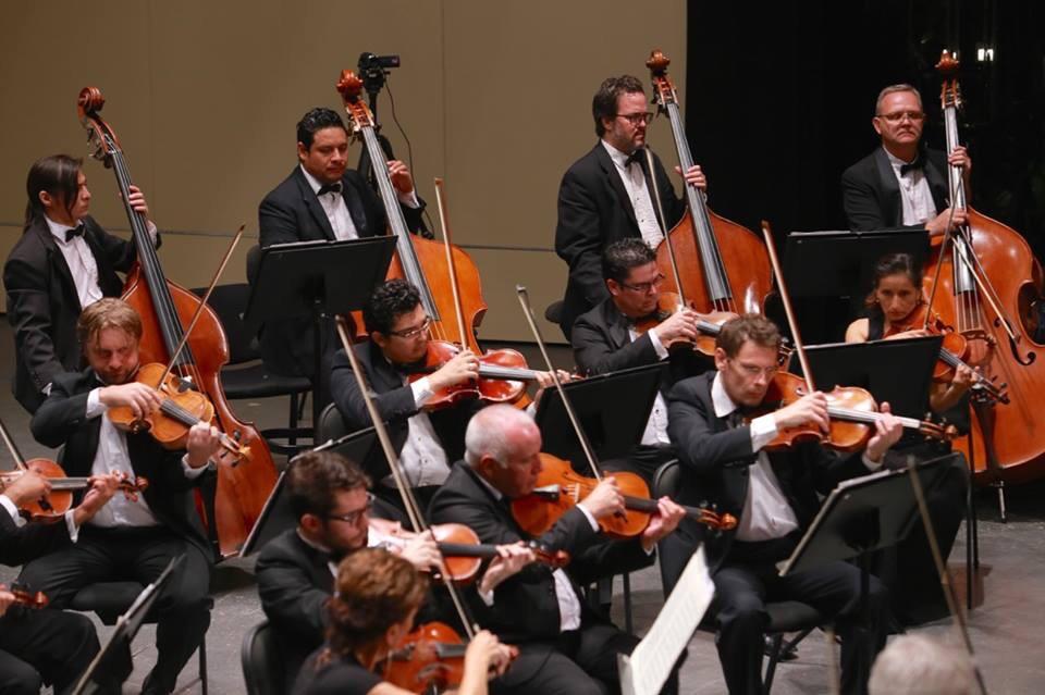 Público y orquesta interpretan marcha de Radetzky