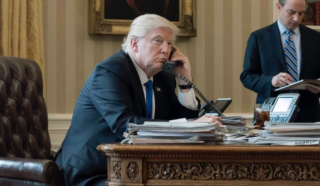 Trump tiende puente a Putin