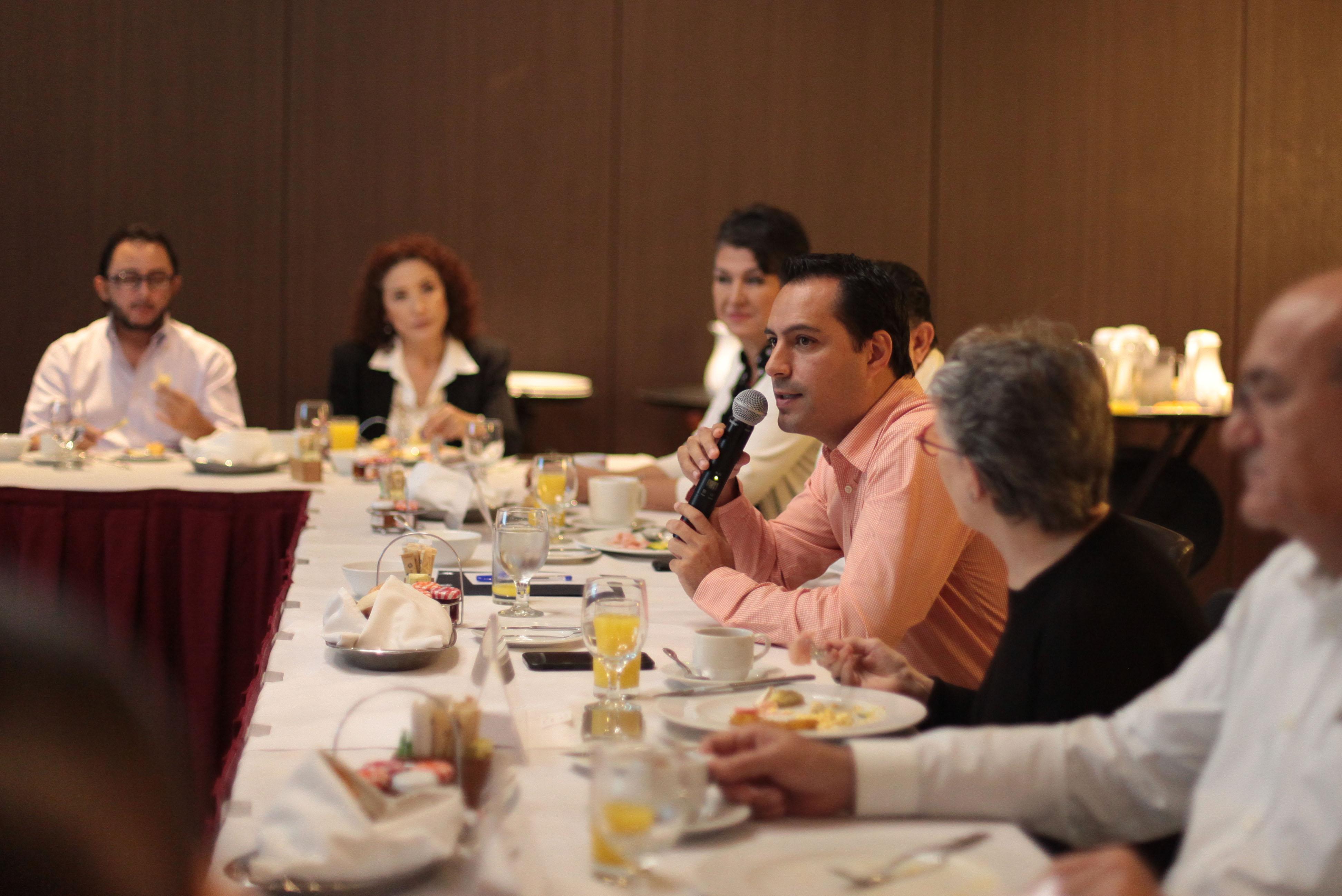 Vila presentó a sector turístico programa de obras 2017