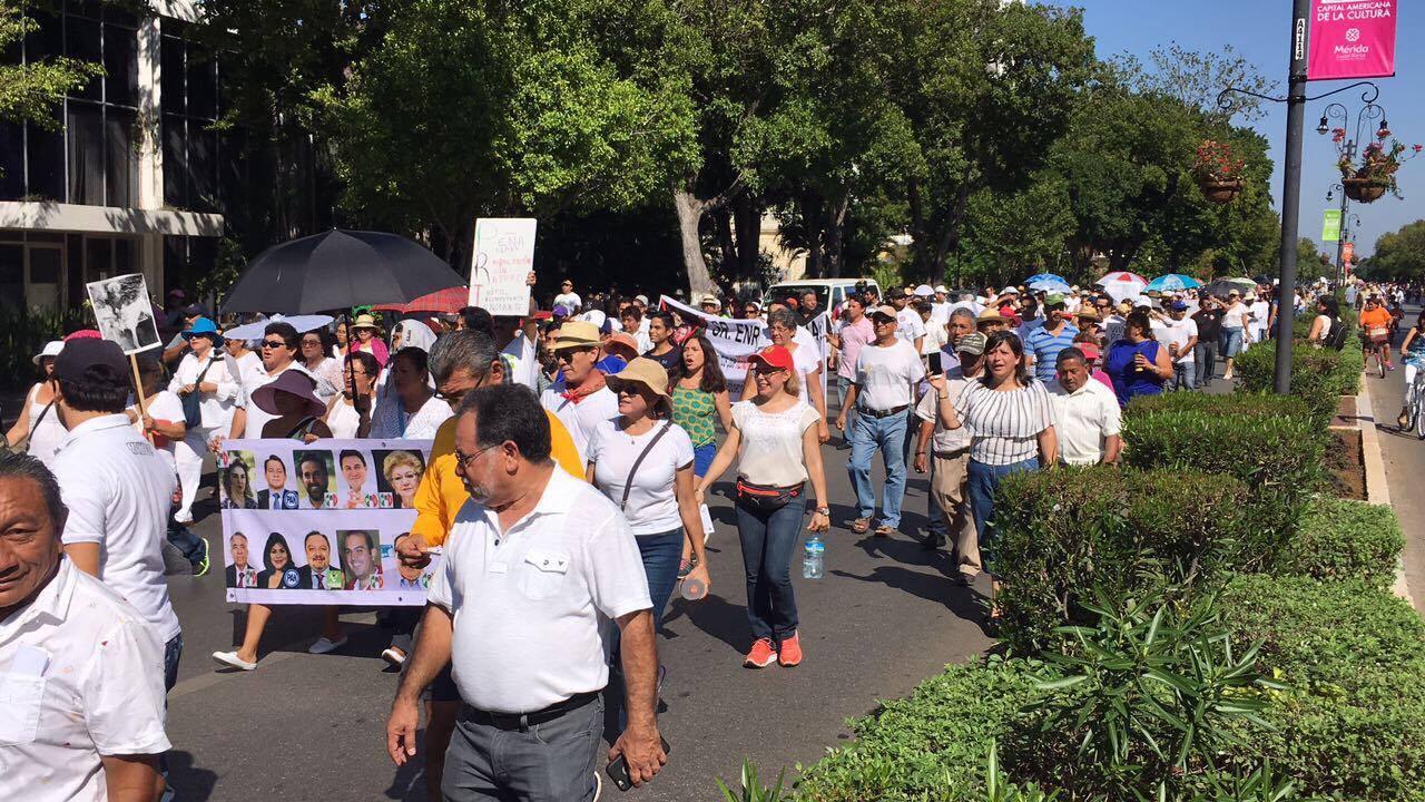 Protestan contra gasolinazo y remplacamiento
