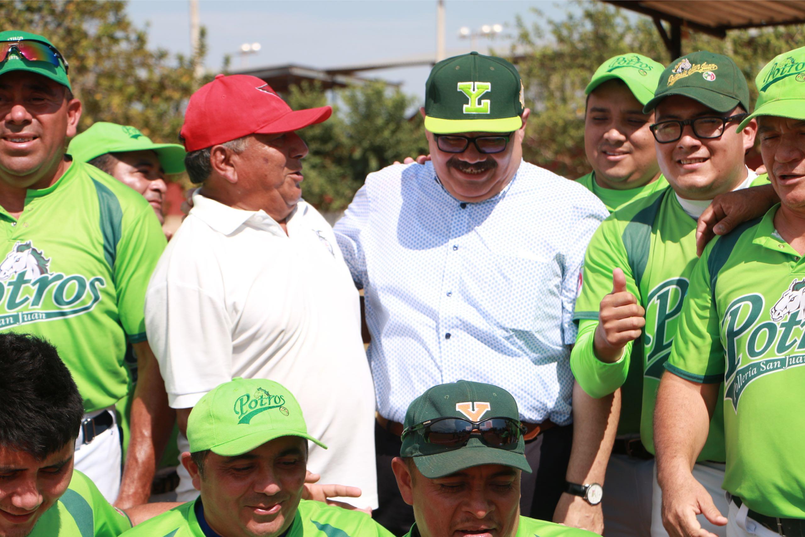 Ramírez Marín se reúne con beisbolistas en sur de Yucatán