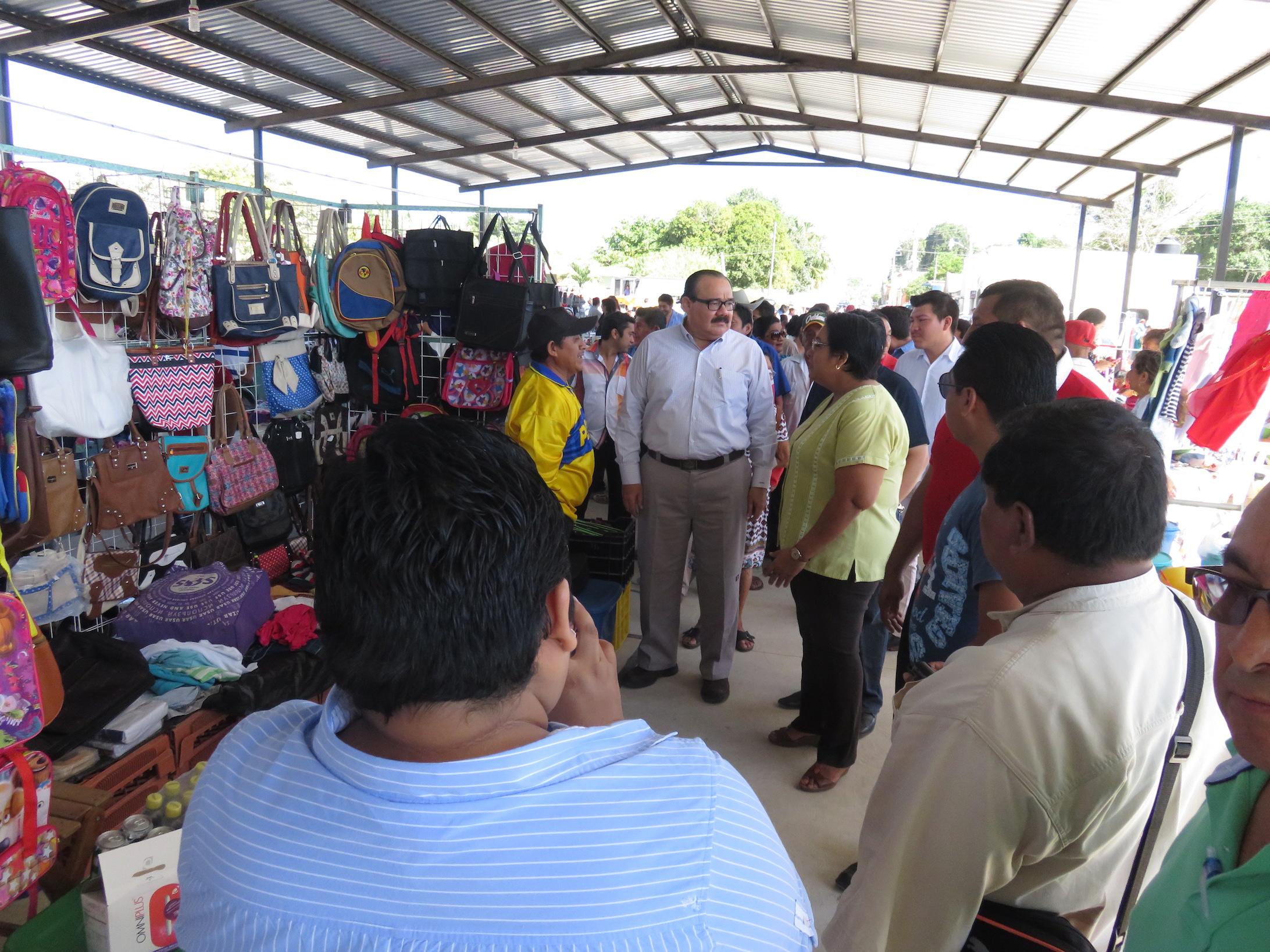 Ramirez Marín entrega obra y apoya a deportistas en Acanceh