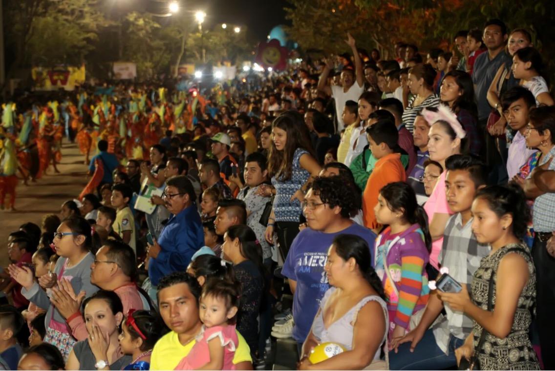 Sábado de Fantasía desborda Plaza Carnaval