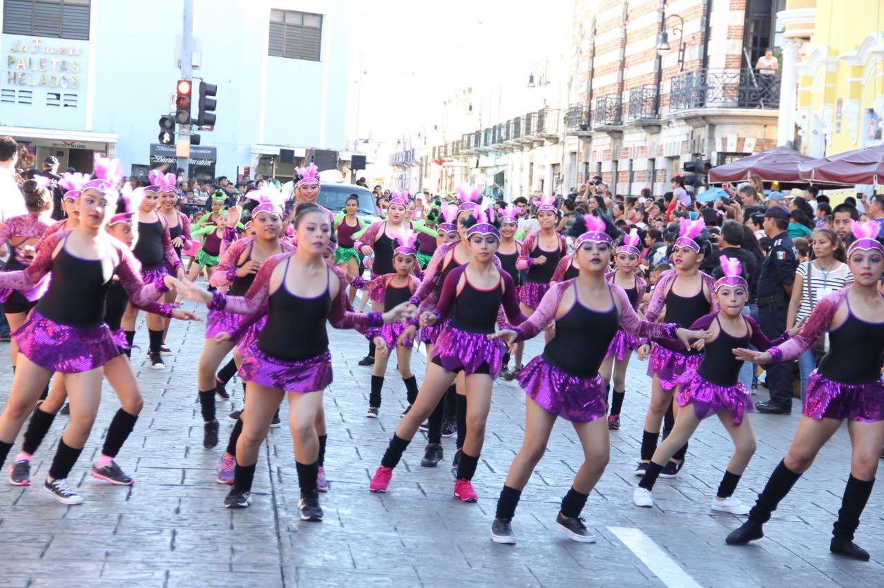 Colorido desfile infantil del Carnaval de Mérida 2017