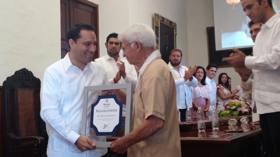 Máxima presea cultural de Mérida al pintor Lizama