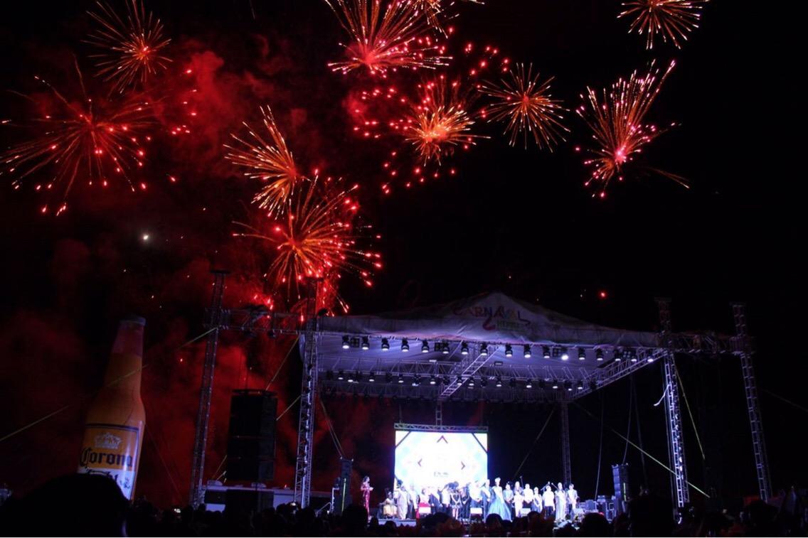 Los reyes del Carnaval 2017 queman al mal humor