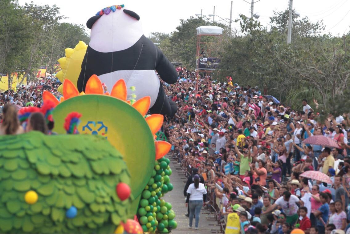 Concurrido Domingo de Bachata en Plaza Carnaval