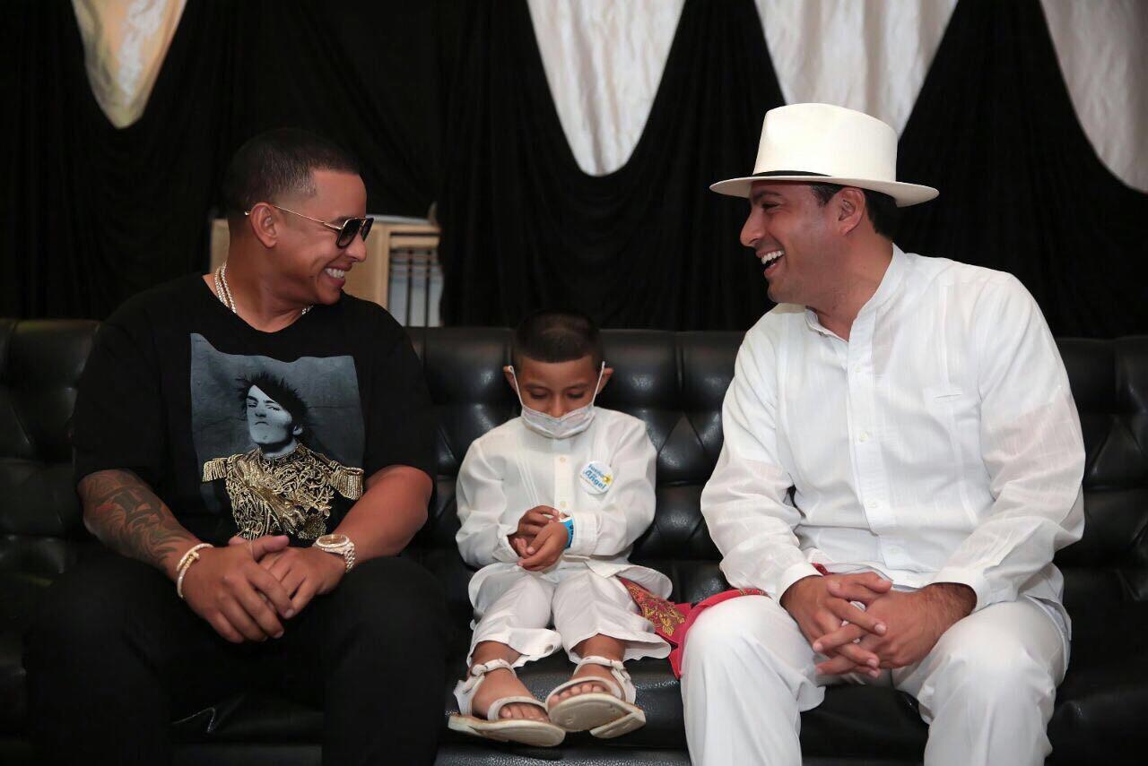 Daddy Yankee cumple el sueño de un niño