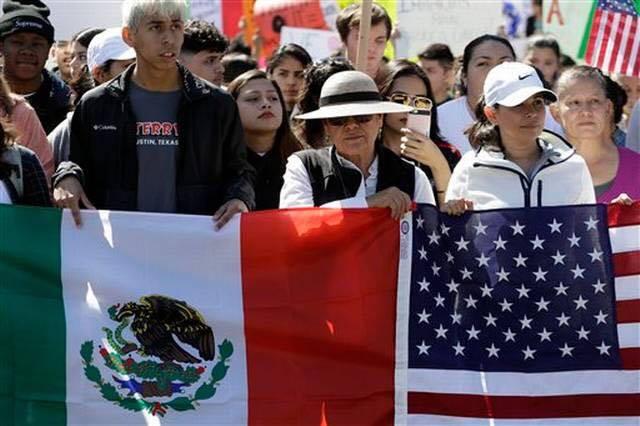 Migrantes podrán validar estudios de forma inmediata
