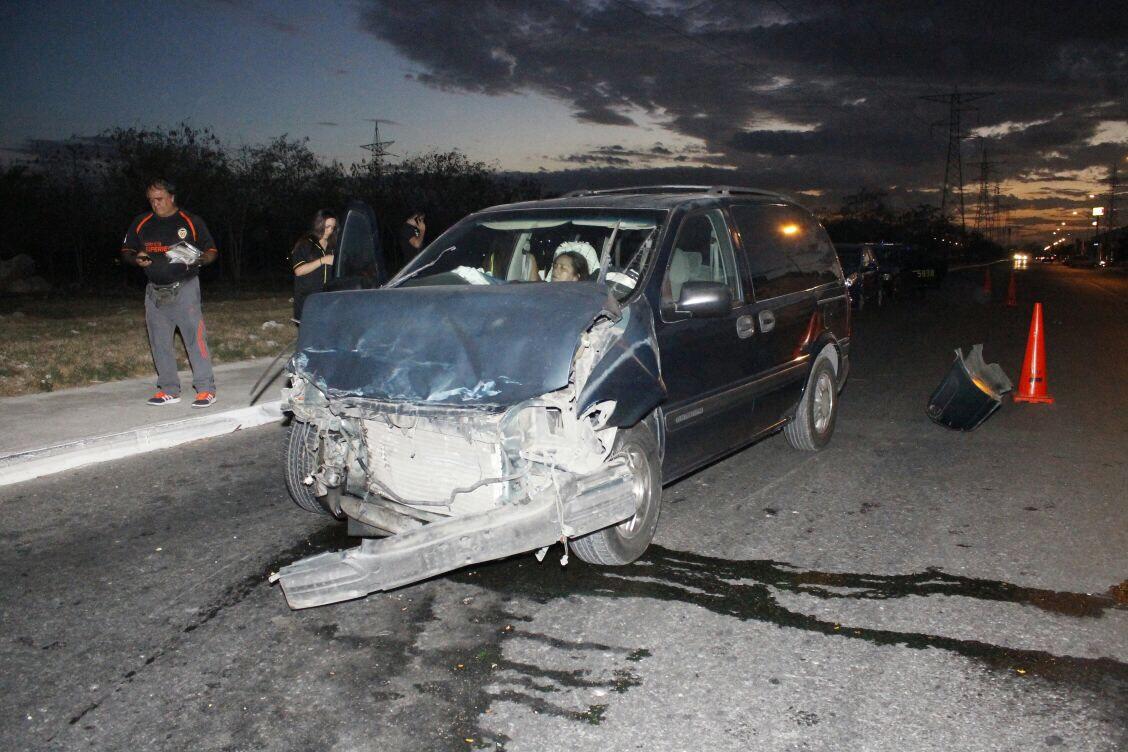 Choque en Los Héroes manda a conductora al hospital