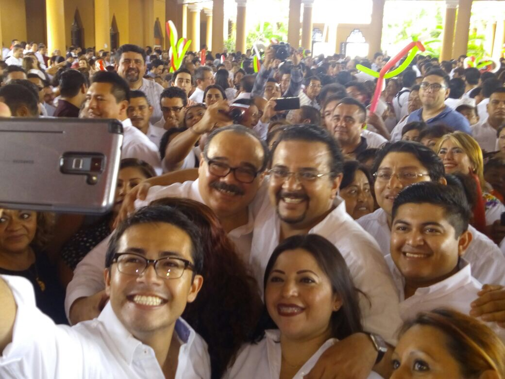 Con estilo del PRI de siempre, se registró Sobrino Argáez