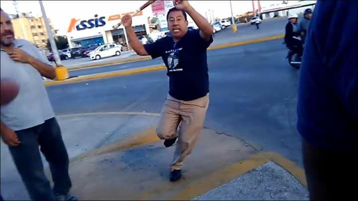 """A batazos """"apoyan"""" operativo anti-Uber en Cancún"""