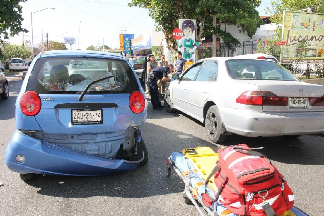 Cinco vehículos afectados por conductor ebrio en la Cupúles