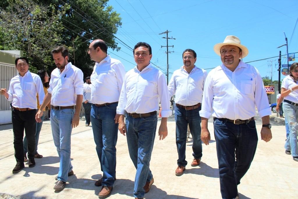 Confrontan a Vila Dosal y legisladores priistas obras viales