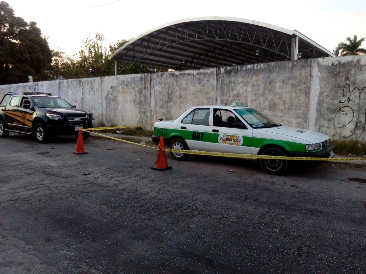 Taxi donde huyeron los agresores
