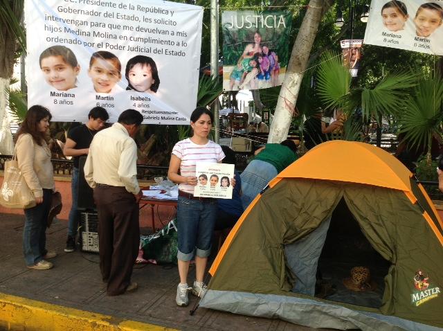 Protestan por 'violencia feminicida'