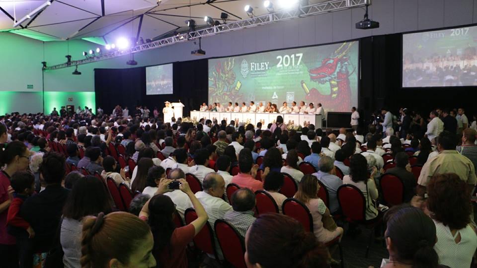 Abre Filey con visión crítica a coyuntura mexicana