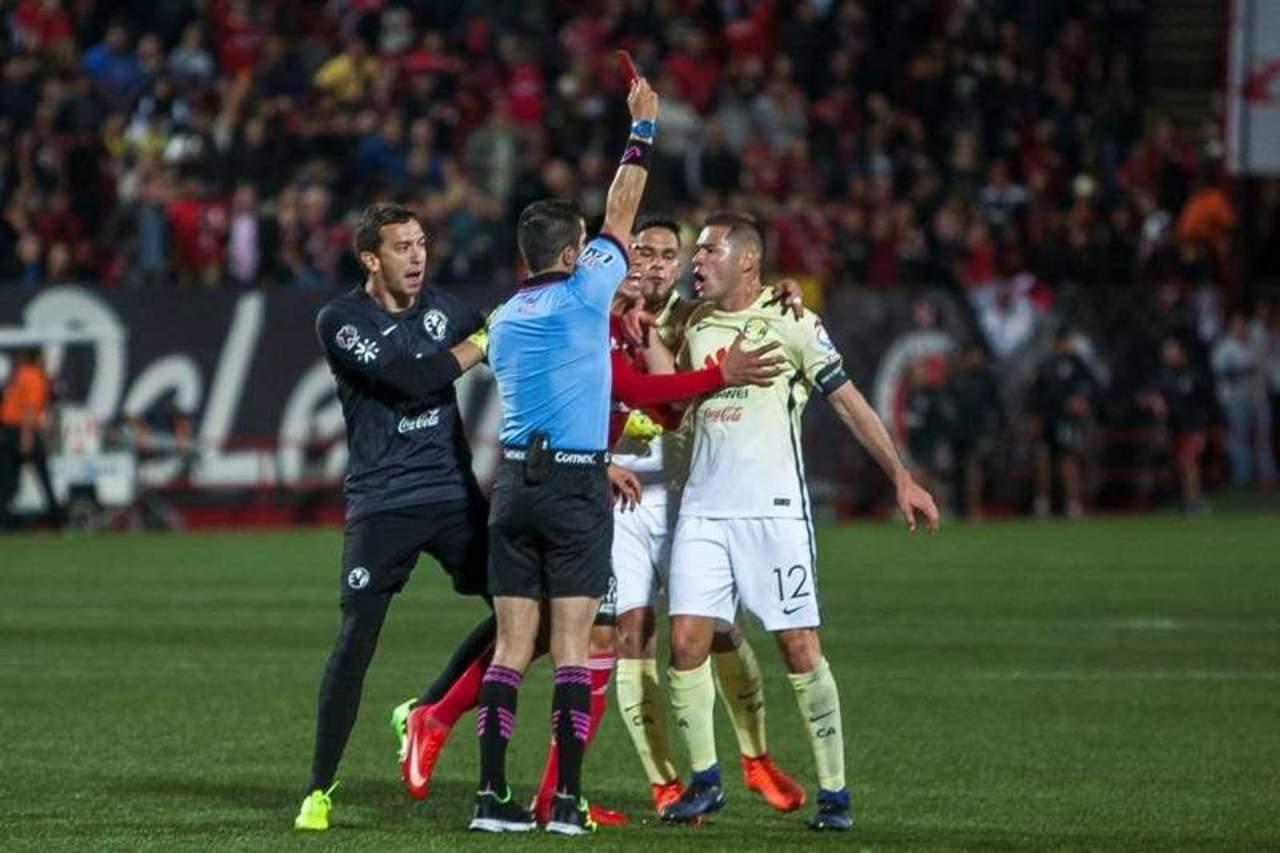 Triverio y Aguilar se van un año; regresa el futbol