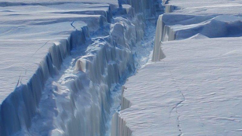 Gigantesco desprendimiento en La Antártida