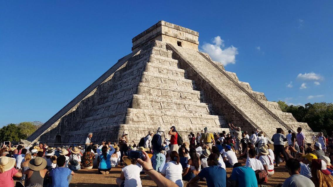A plenitud, Kukulcán descendió en Chichén Itzá