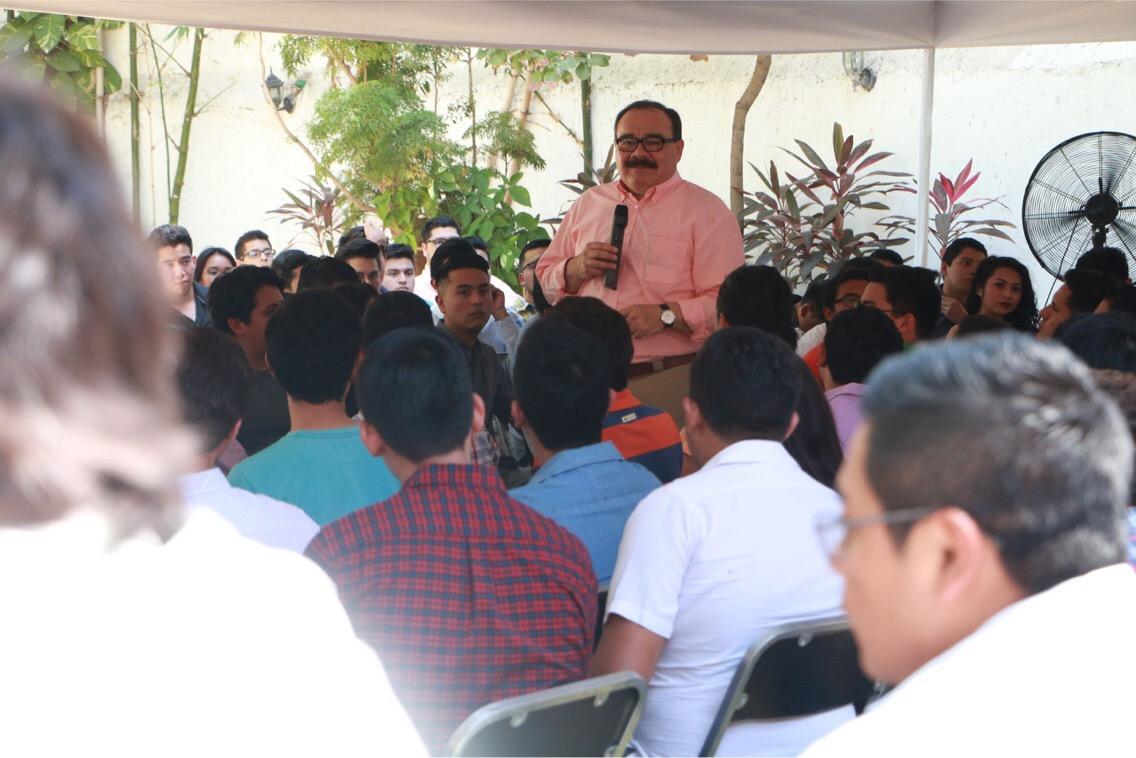 Encuentro de Ramírez Marín con jóvenes universitarios