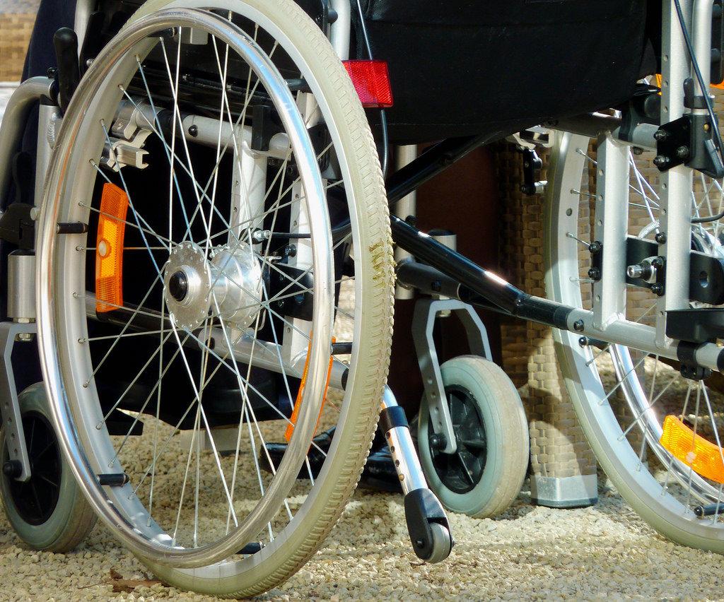 Estudiantes mexicanos crean silla de ruedas controlada por gestos