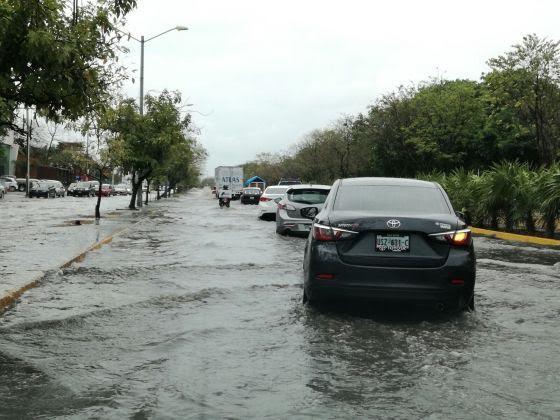Festeja Cancún bajo fuertes lluvias