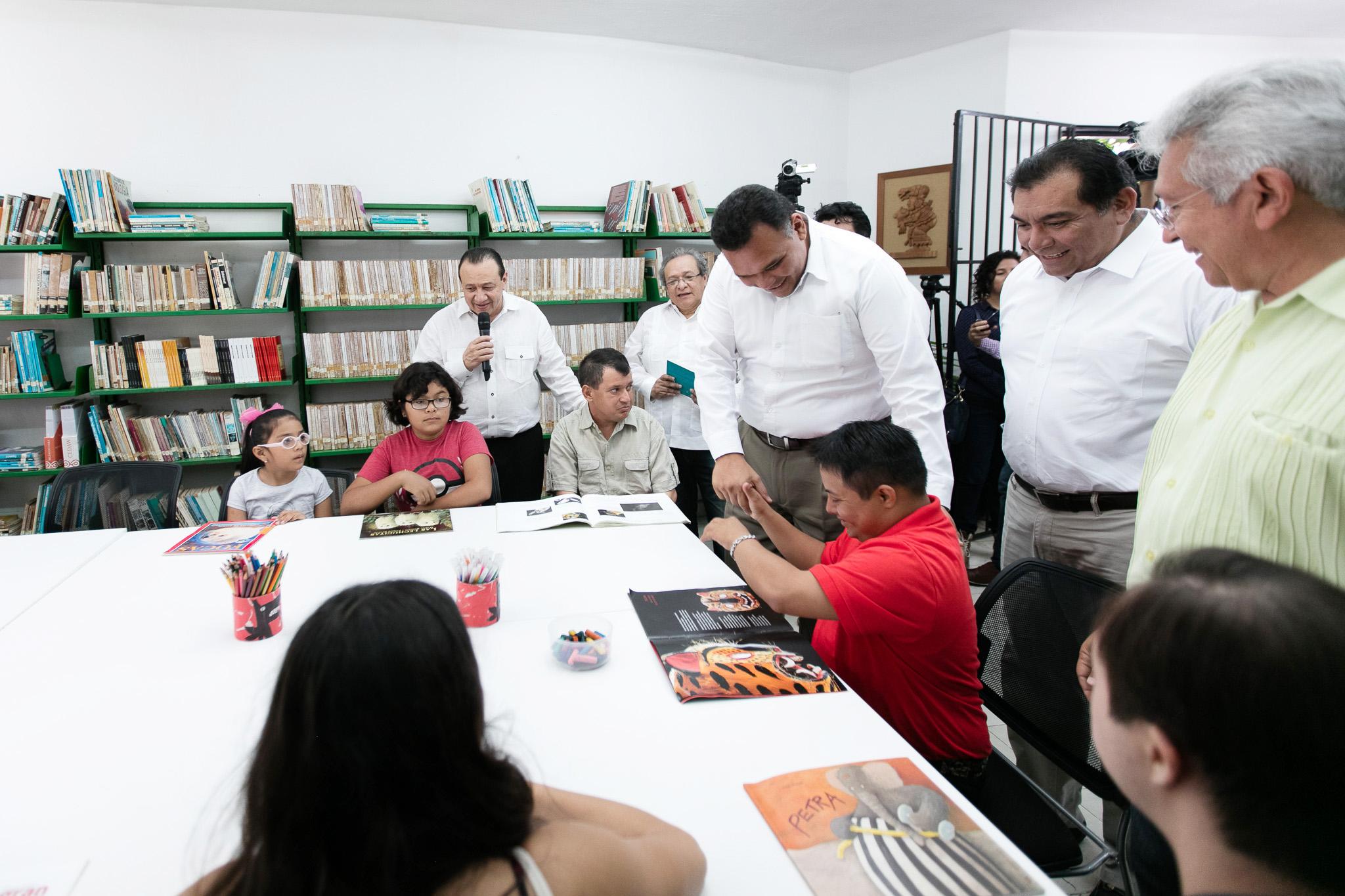 Se actualiza acervo literario en Yucatán