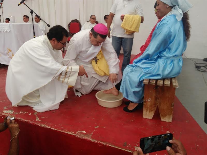 Lavatorio de pies a 12 presos en penal de Mérida