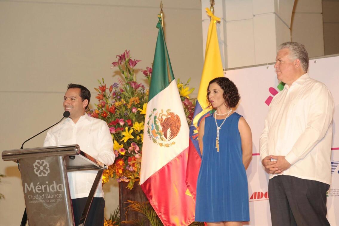 Inaugura Vila la semana de Ecuador en Mérida