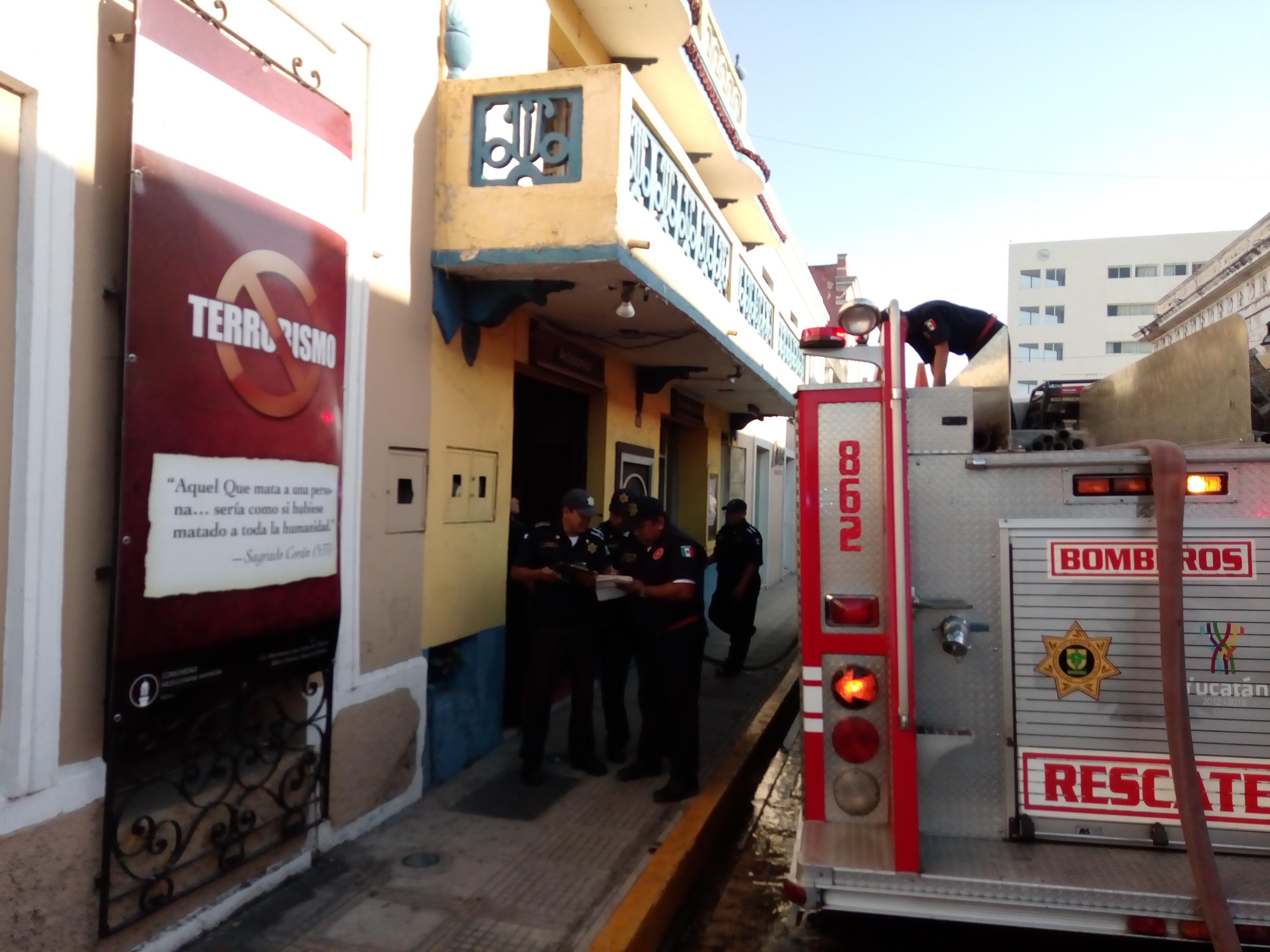 Afectó incendio céntrico comercio en Mérida