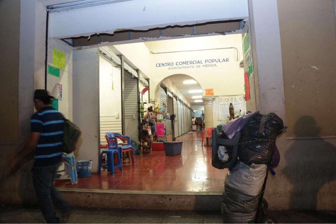 Cierra en Mérida plaza para ambulantes regularizados
