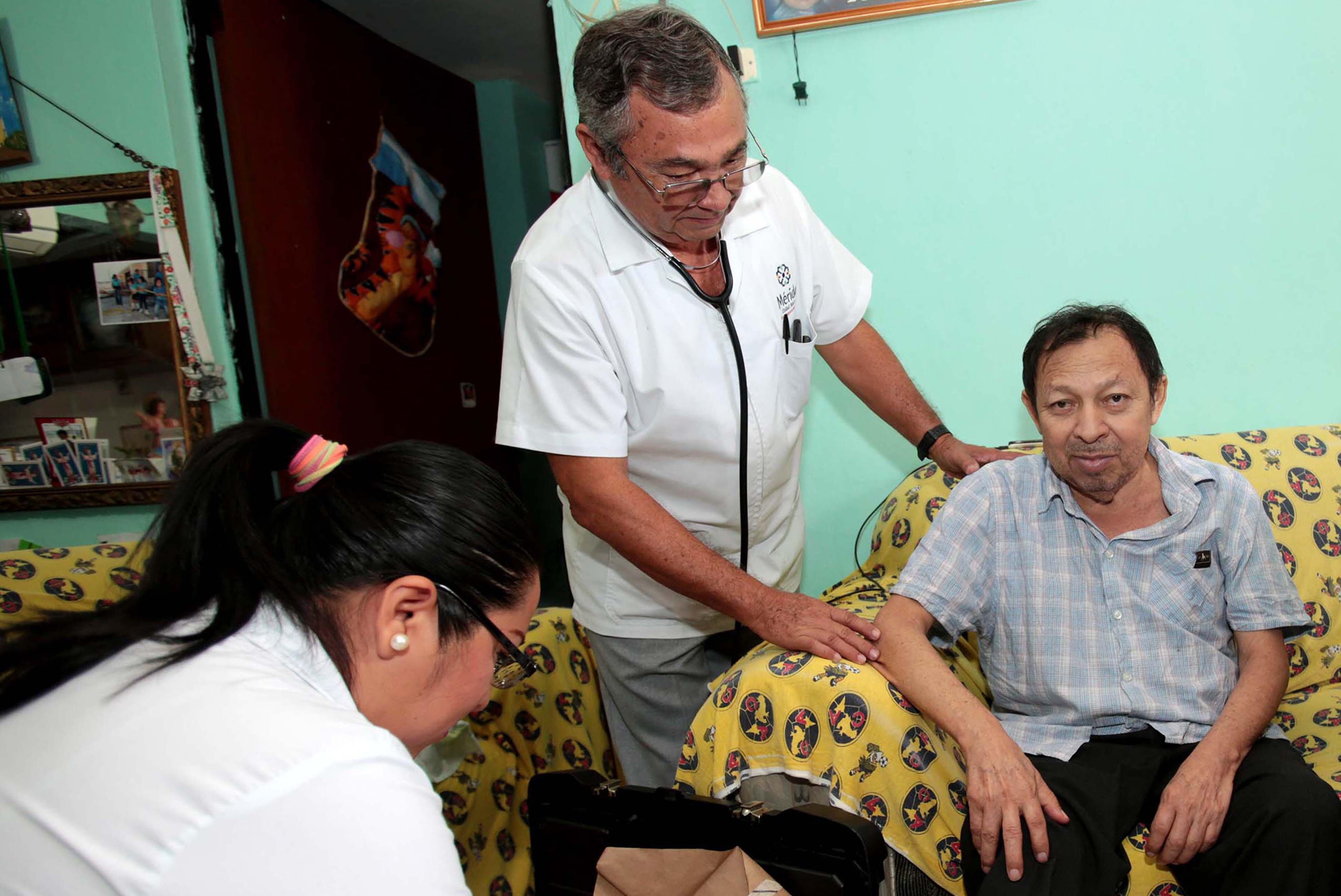 """""""Médico a Domicilio"""" continúa sirviendo a quienes más lo necesitan"""