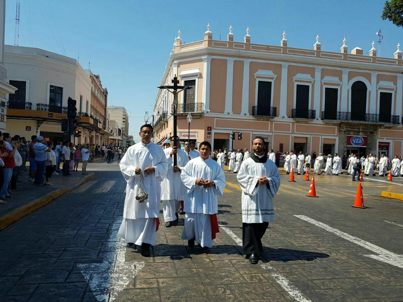 Arzobispo pide perdonar debilidades y flaquezas de sacerdotes