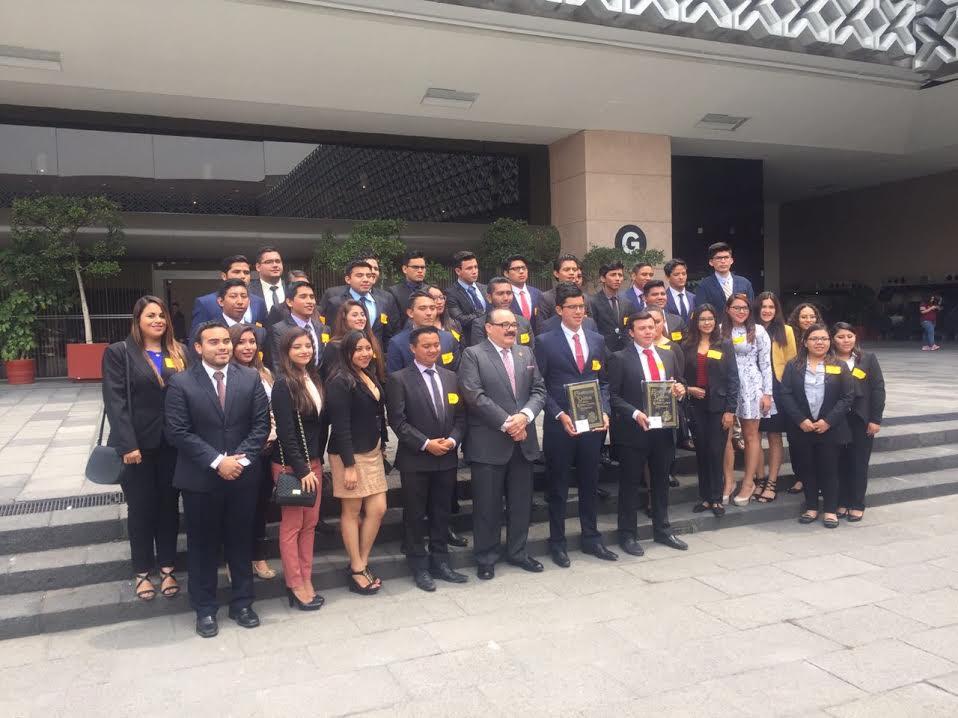 Recibe Ramírez Marín a estudiantes Uadyen San Lázaro