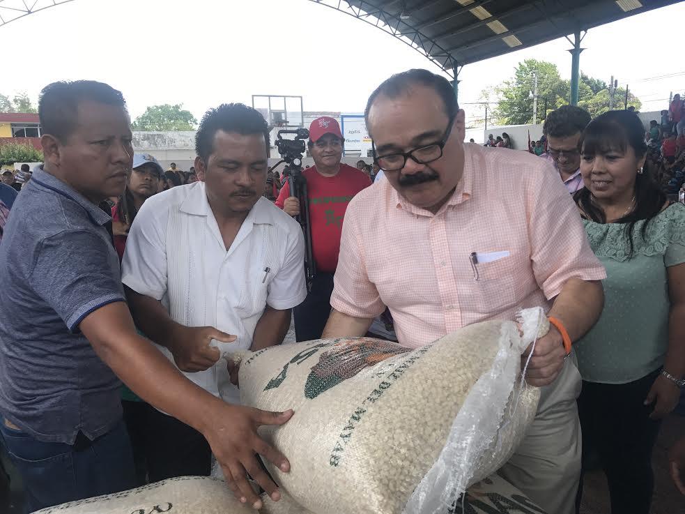 Inicia Ramirez Marín entrega de maíz en oriente de Yucatán