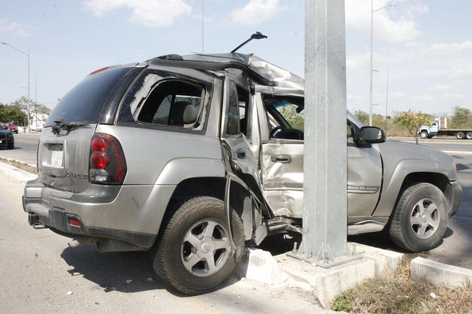 Menor prensado tras choque en periférico de Mérida
