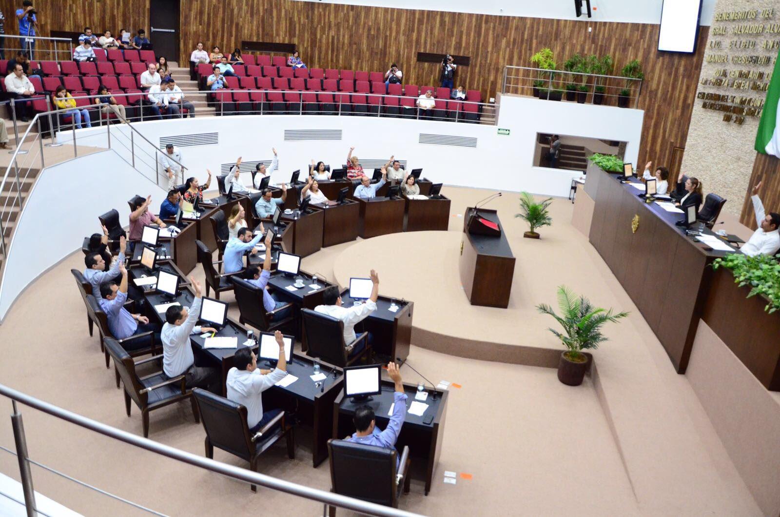 Quita Yucatán fuero a funcionarios y pensión a gobernadores