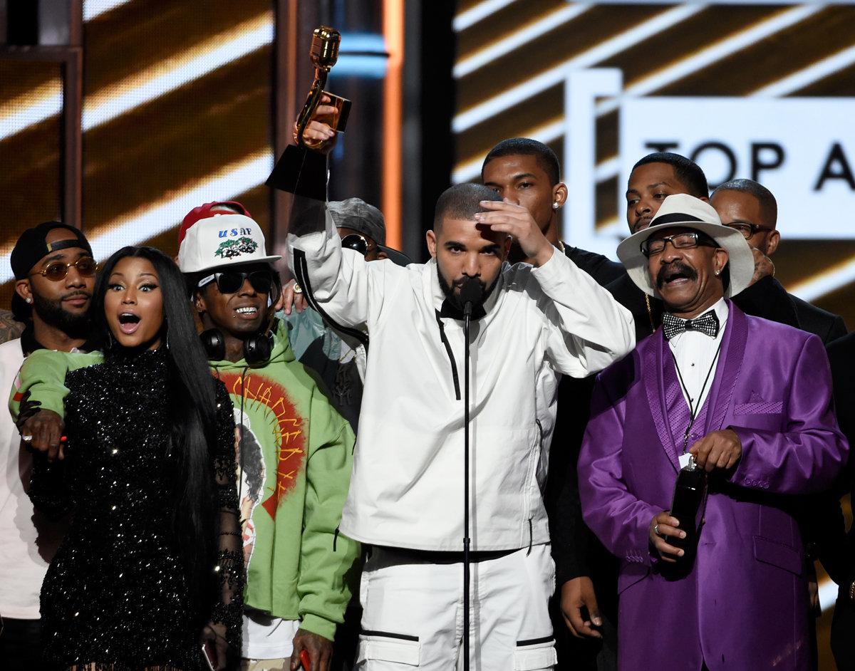Con 13 premios, Drake rompre récord de Premios Billboard 2017