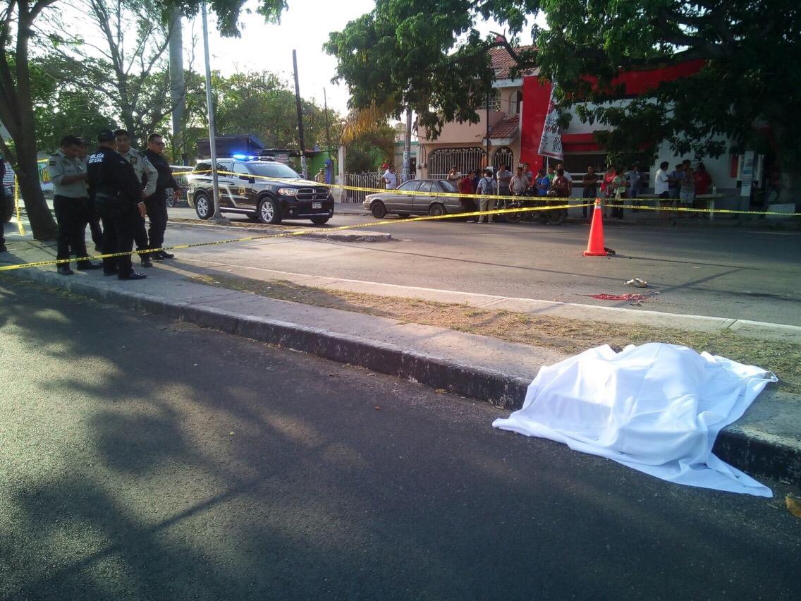Familia atropellada por urbano; muere niña