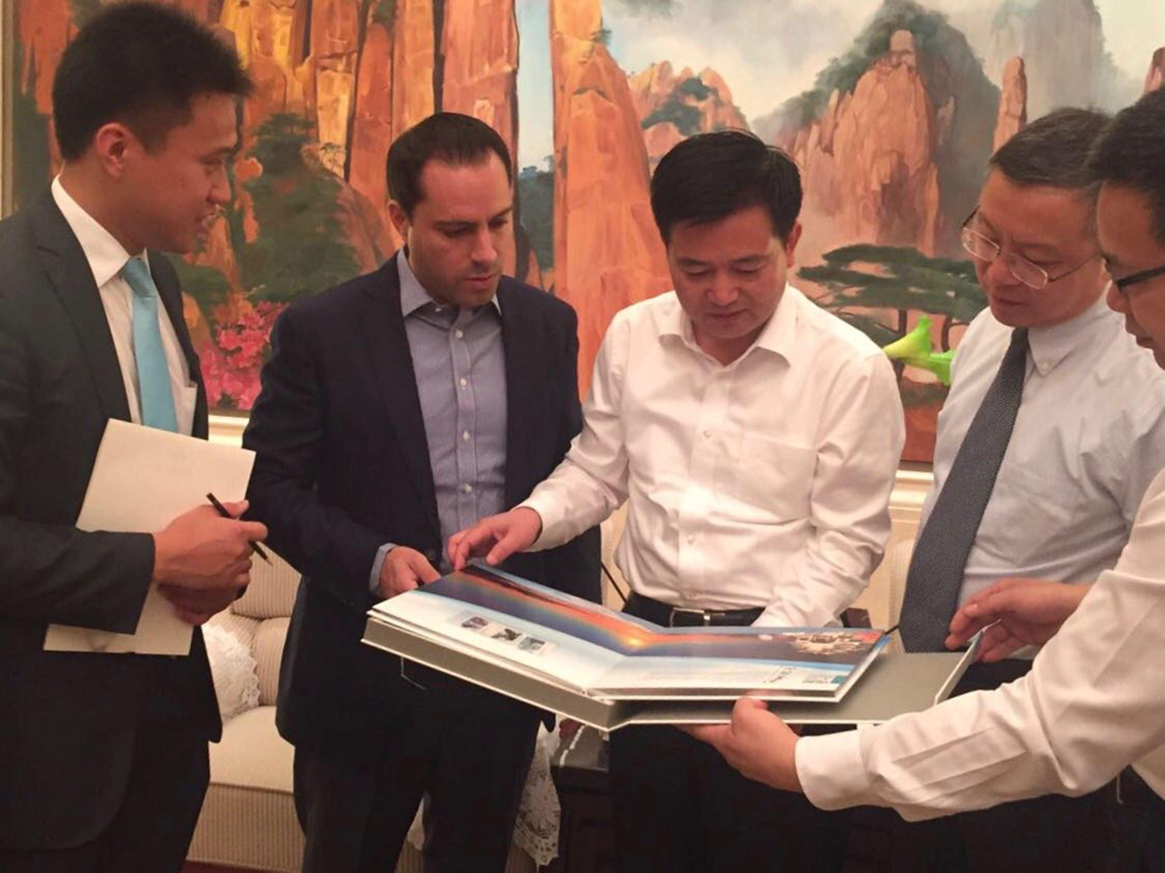 Vila se reúne con alcalde de Shangrao, Chen Junqing