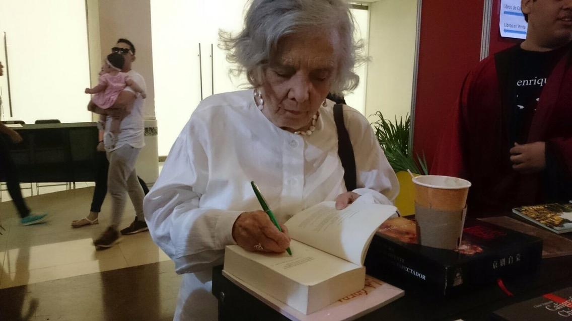 'Muy consentida', Elena Poniatowska en su cumpleaños 85