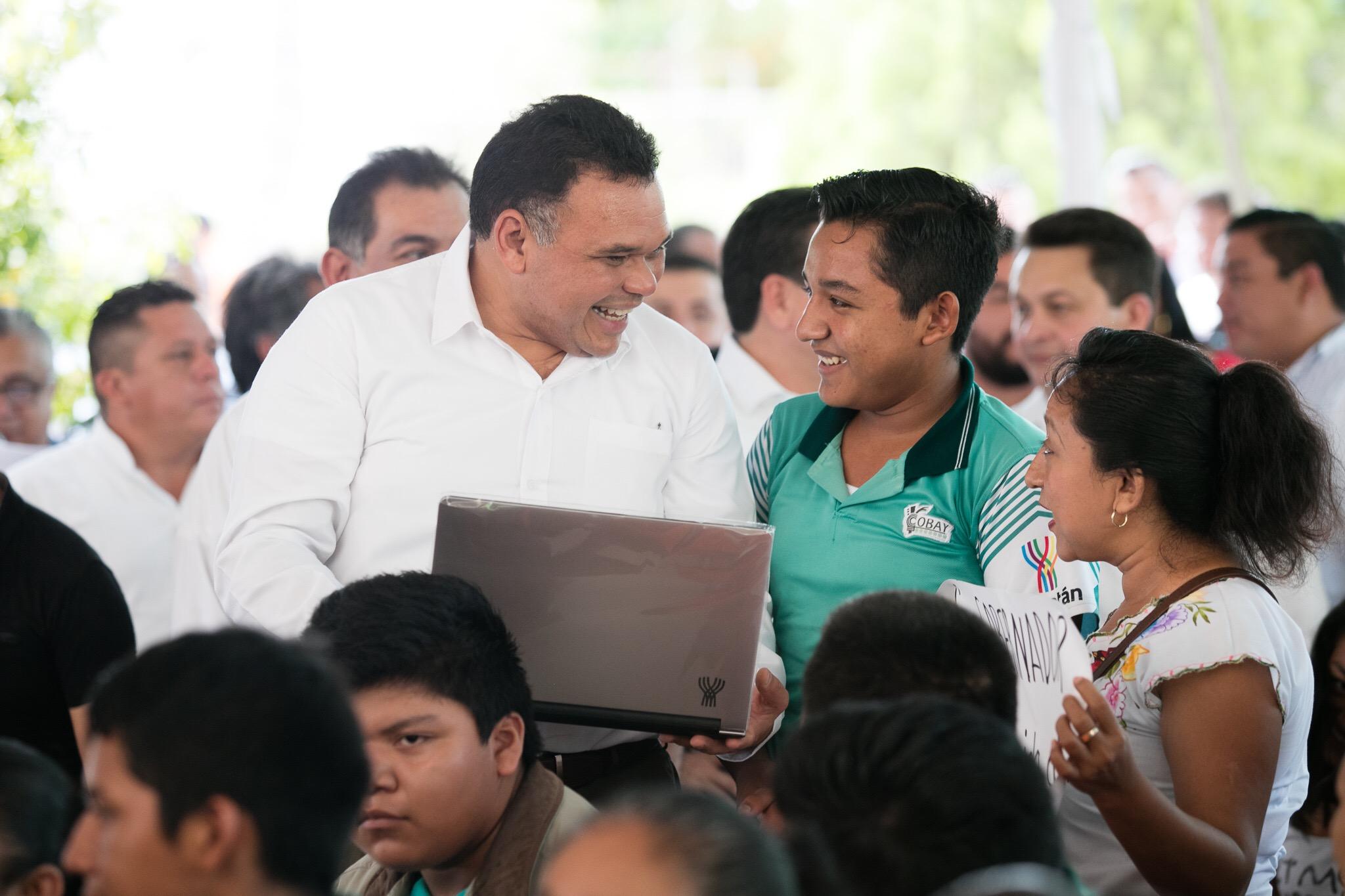 Equipos de cómputo y obras de infraestructura en sur de Yucatán
