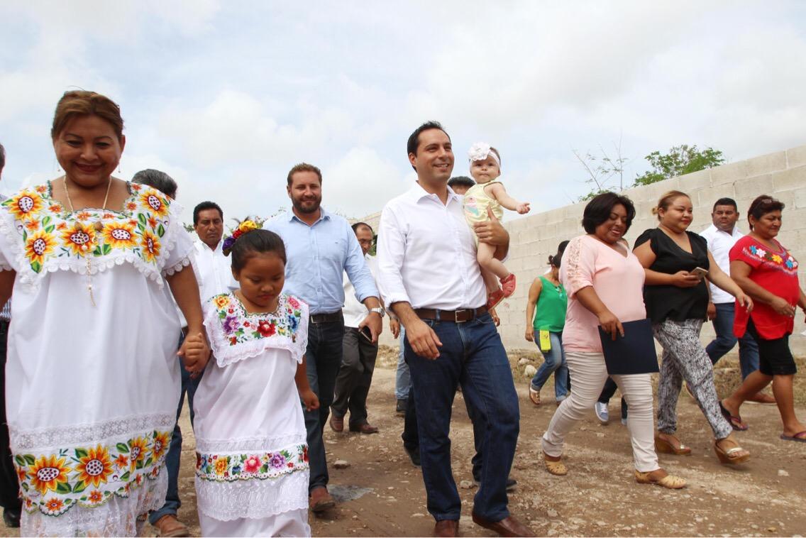 Obras de agua potable y electrificación en colonia Los Tamarindos